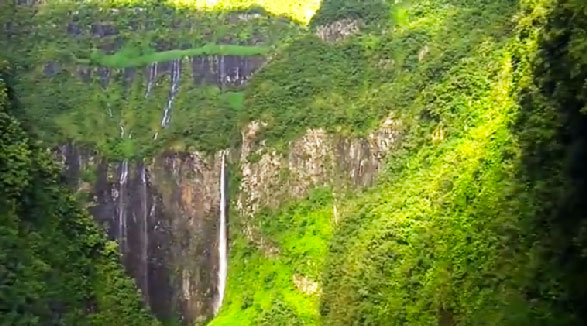 ile de la Réunion : video trou de fer reunion